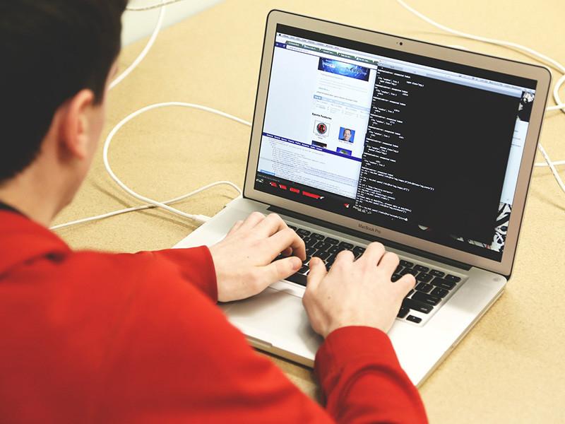 """Германские спецслужбы засекли новые кибератаки из России, в том числе на компьютеры бундесвера"""" />"""