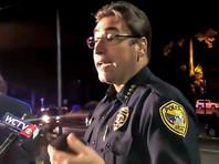 По словам начальника местной полиции Майкла Делио, стражи порядка прибыли на вызов через три минуты, к этому времени нападавший уже был мертв