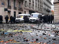 Париж продолжает бастовать против роста цен на топливо. В ход идут камни, горят машины, переговоры провалились (ФОТО, ВИДЕО)