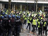 """Во Франции после трех недель протестов """"желтых жилетов"""" власти решили вместо шестимесячного моратория на рост топливного налога отменить его повышение на весь 2019 год"""