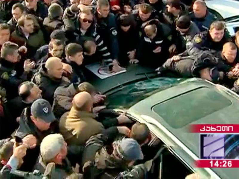 """На востоке Грузии произошли стычки между участниками акции протеста и полицией"""" />"""
