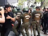 """В Сантьяго во время акции протеста пострадали пять полицейских (ФОТО, ВИДЕО)"""" />"""