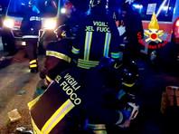 По предварительным данным, паника началась после того, как в толпе распылили перцовый баллончик. Более 10 человек получили тяжелые ранения. Всего в клубе находилось около тысячи человек, в основном, молодежь