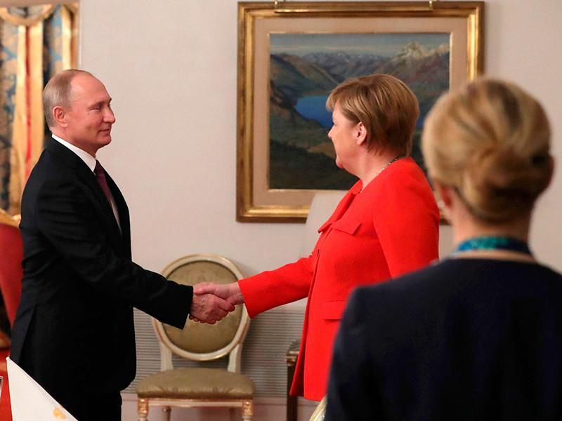 """Путин обошелся """"коротким контактом"""" с Трампом на саммите G20, зато нарисовал Меркель и Макрону схему инцидента в Азовском море"""" />"""