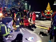 Пятеро подростков и женщина погибли в результате давки в итальянском клубе, более 100 человек пострадали
