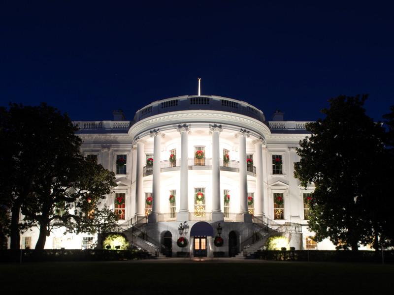 """Один дома: Трамп перед Рождеством ждет заключения соглашения с демократами"""" />"""