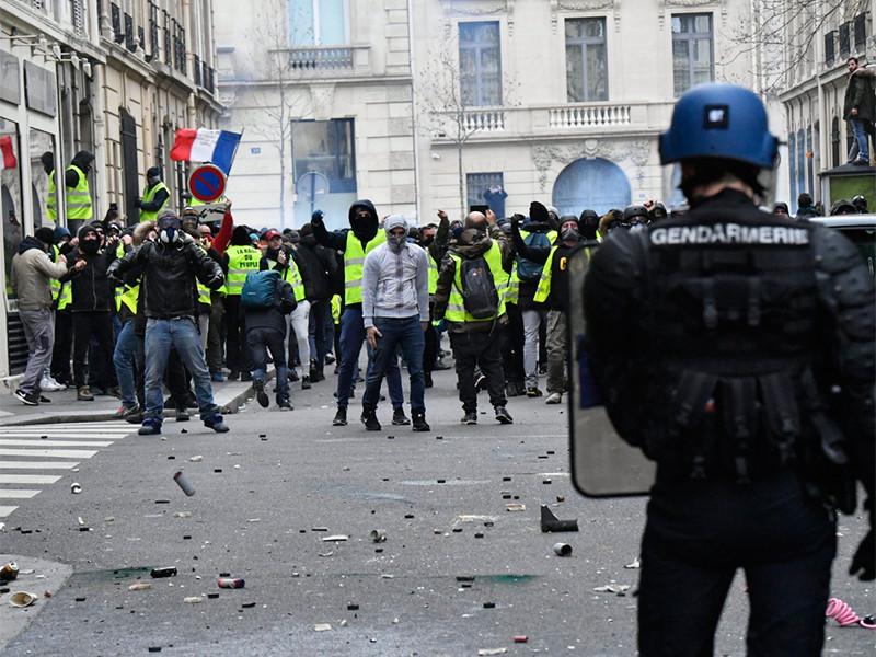"""Во Франции два участника протестов """"желтых жилетов"""" получили тюремные сроки"""" />"""