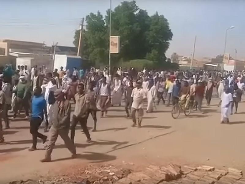 """В Судане пятый день не прекращаются протесты против роста цен на хлеб"""" />"""