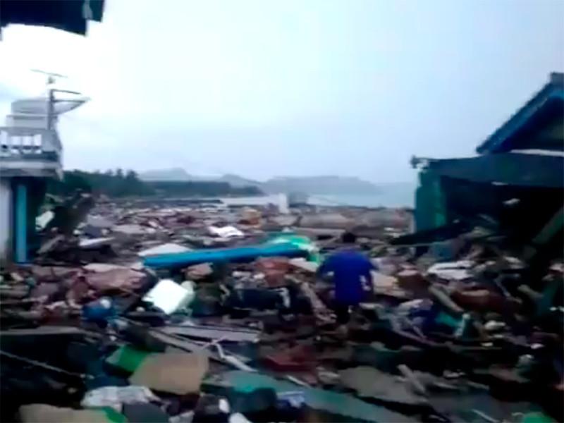 Жертвами цунами на островах Ява и Суматра стали 222 человека, еще 843 получили ранения