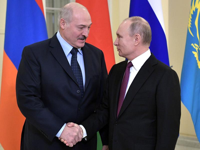 """Лукашенко извинился перед Путиным за """"бурное объяснение"""" по газу"""" />"""