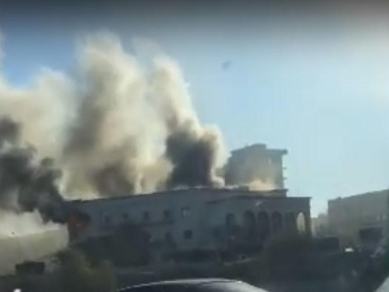 В здании МИД Ливии террористы-смертники устроили взрыв и стрельбу