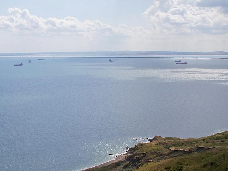 """Украинские военные суда продолжат проходить через Керченский пролив, заявил глава Минобороны"""" />"""