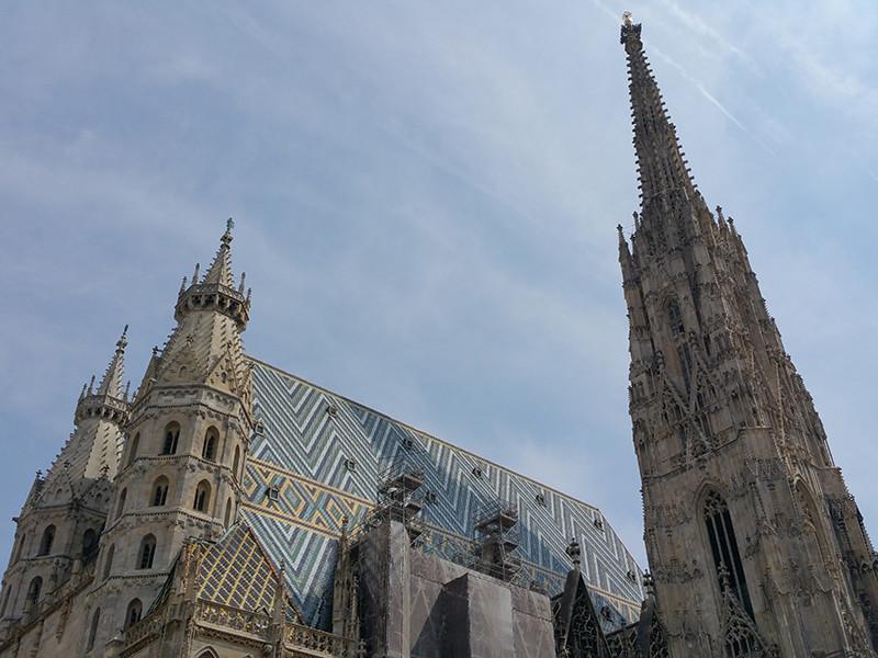 """В Вене полиция срочно эвакуировала людей из собора Святого Штефана из-за сообщения о бомбе"""" />"""