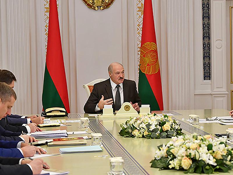 Президент Белоруссии Александр Лукашенко заявил, что Россия может потерять единственного союзника на западном направлении, если стороны не договорятся по компенсации потерь в связи с налоговым маневром в нефтяной сфере