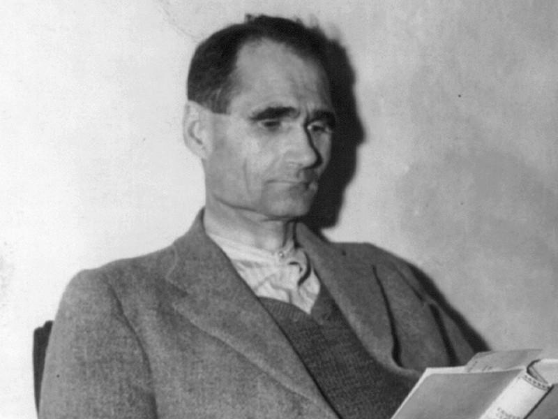 Рудольф Гесс в тюремной камере, 24 ноября 1945 года