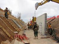 Администрация президента США начала изучать возможность введения режима чрезвычайного положения в стране, чтобы добиться финансирования проекта строительства стены на границе с Мексикой