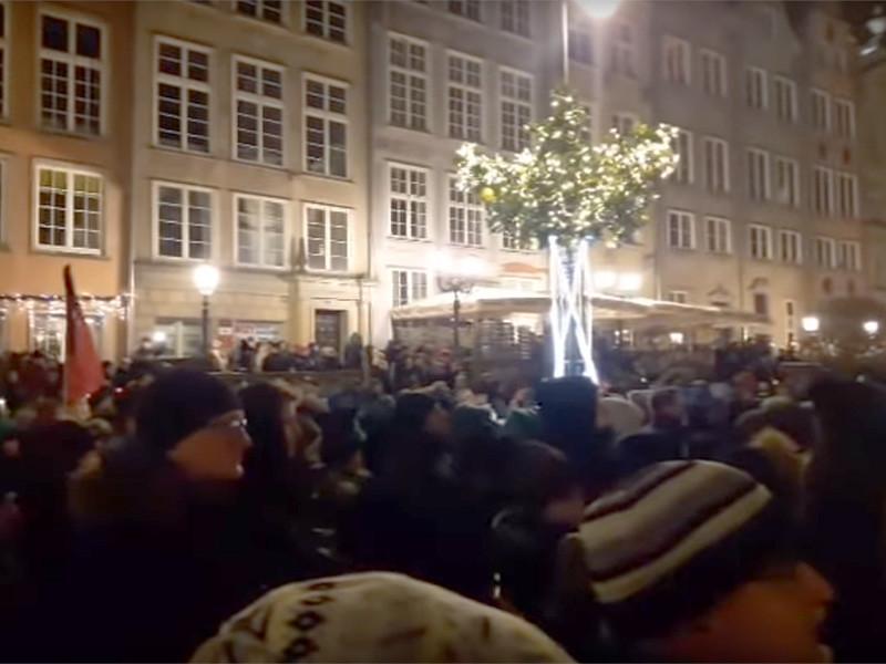 На митинг в память о мэре Гданьска Павла Адамовича, смертельно раненного ножом во время благотворительного концерта 13 января, вышли тысячи поляков. Тем временем сообщается, что обвиняемый в убийстве не признал вину