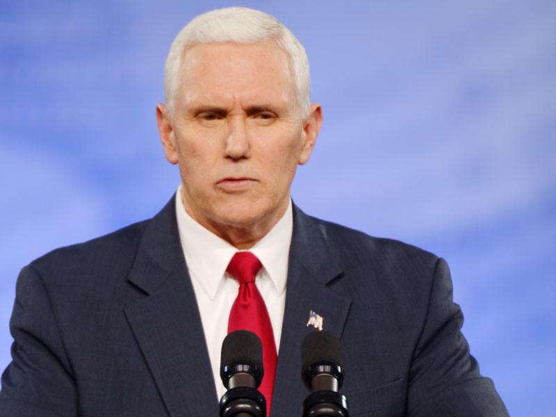 """Майкл Пенс обвинил демократов в нежелании вести """"конструктивные переговоры"""" по вопросам, мешающим возобновить работу правительства"""