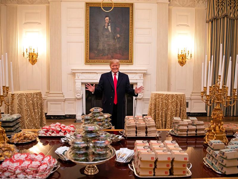 """Трампу из-за шатдауна пришлось самому раскошелиться на банкет в Белом доме с """"великой американской едой"""""""