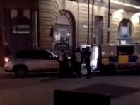 """В Манчестере мужчина с криком """"Аллах акбар!"""" ранил ножом двух пассажиров метро и полицейского"""