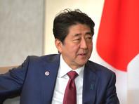 Премьер-министр Японии Синдзо Абэ считает, что заключение мирного договора с Россией возможно при получении гарантии передачи японской стороне части южных Курильских островов: Шикотана и группы мелких необитаемых островов, которую в Японии называют Хабомаи