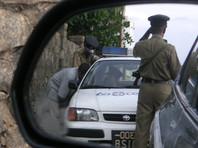 Двух жителей Шри-Ланки арестовали за взятку картонному полицейскому (ВИДЕО)