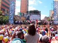 По его словам, уже сотни тысяч венесуэльцев записались волонтерами для распределения предметов первой необходимости