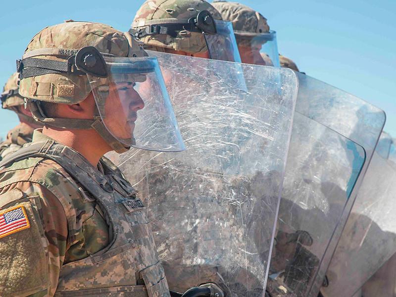 Пентагон направит дополнительно почти 4000 военных на границу США с Мексикой