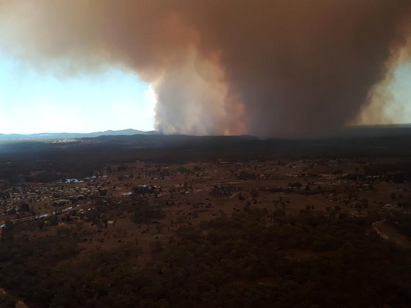 Австралию накрыли почти все виды ненастья: потоп, песчаные бури, пожары и летний снег