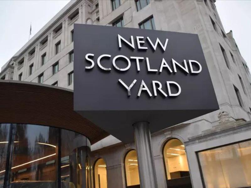 Правоохранительные органы Великобритании считают, что к инциденту в Солсбери могут быть причастны пятеро граждан России. С таким утверждениям выступила газета Daily Mail, которая ссылается на источник в органах безопасности королевства