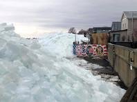 Стихия сотворила многометровые ледяные стены на побережье озера Эри (ВИДЕО, ФОТО)