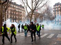"""Протестующий лишился кисти руки на 13-й акции протеста """"желтых жилетов"""" в Париже"""