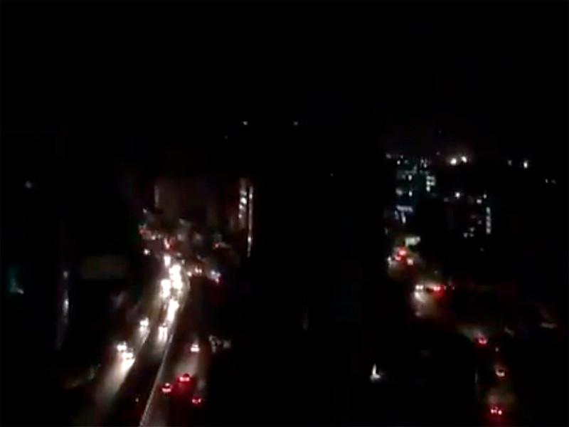 В четверг вечером столица Каракас и 20 штатов Венесуэлы из 23 остались без энергоснабжения. Электричество отсутствует уже около 19 часов