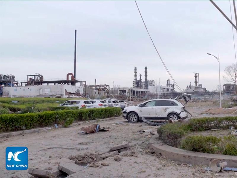 Спасательные службы КНР продолжают операцию по ликвидации последствий мощного взрыва, который прогремел 21 марта на одном из химических предприятий в восточной провинции Цзянсу