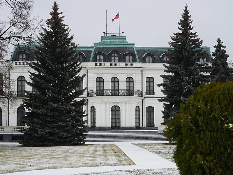 Российское посольство в Чехии сдает в аренду квартиры, предназначенные для проживания дипломатов, выяснило местное издание Denik