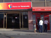 Центробанк Венесуэлы открыл обменники для граждан страны