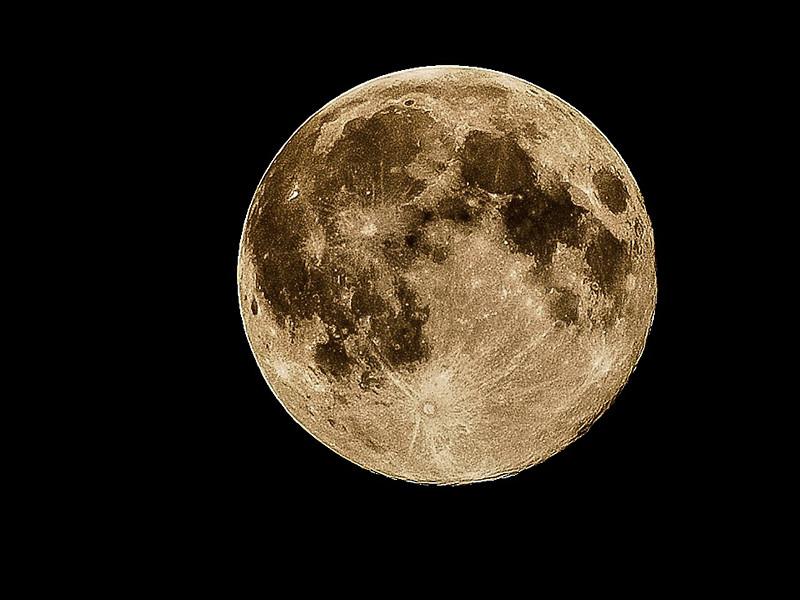 В день весеннего равноденствия на Земле наблюдали последнее cуперлуние этого года (ФОТО, ВИДЕО)