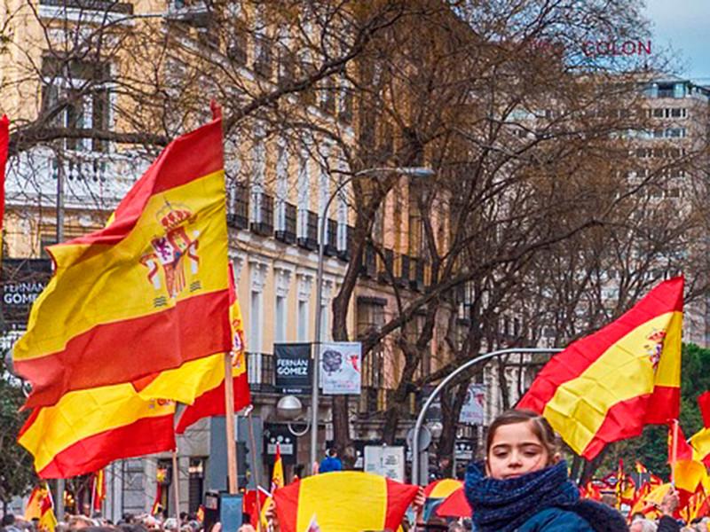 Феминистская забастовка проходит в пятницу по всей Испании по случаю Международного женского дня. К акции присоединились тысячи женщин, требующих равноправия и прекращения гендерного насилия