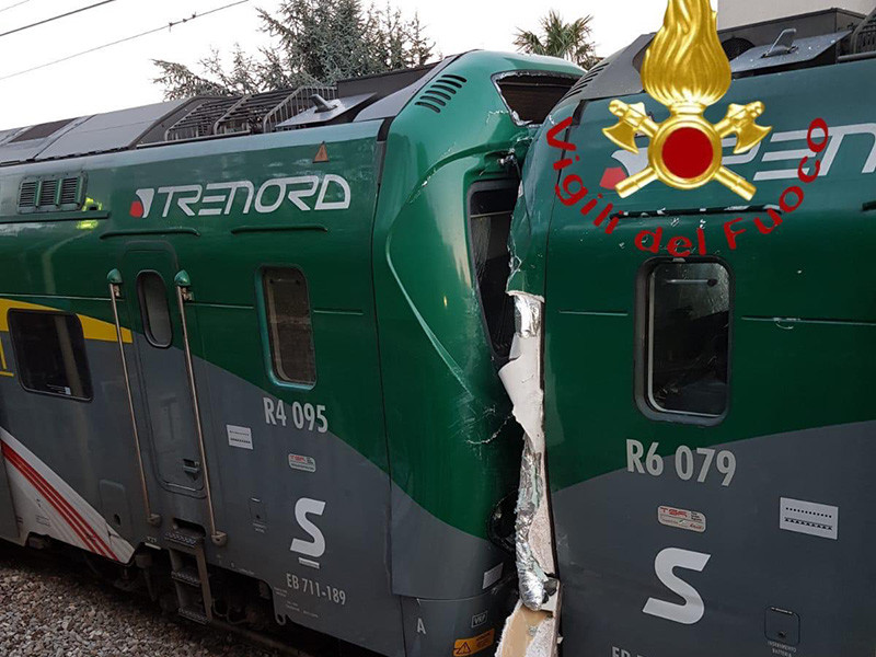 Не менее 50 человек пострадали в результате столкновения двух пассажирских поездов в Италии. Авария произошла в 18:39 на станции Инвериго в провинции Комо в четверг, 28 марта