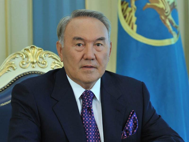 """Назарбаев остается пожизненным """"отцом народа"""""""
