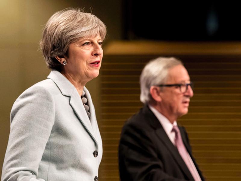 Премьер-министр Великобритании Тереза Мэй и глава Еврокомиссии Жан-Клод Юнкер согласовали изменения в соглашении об условиях Brexit. Новое соглашение будет заключено к декабрю 2020 года