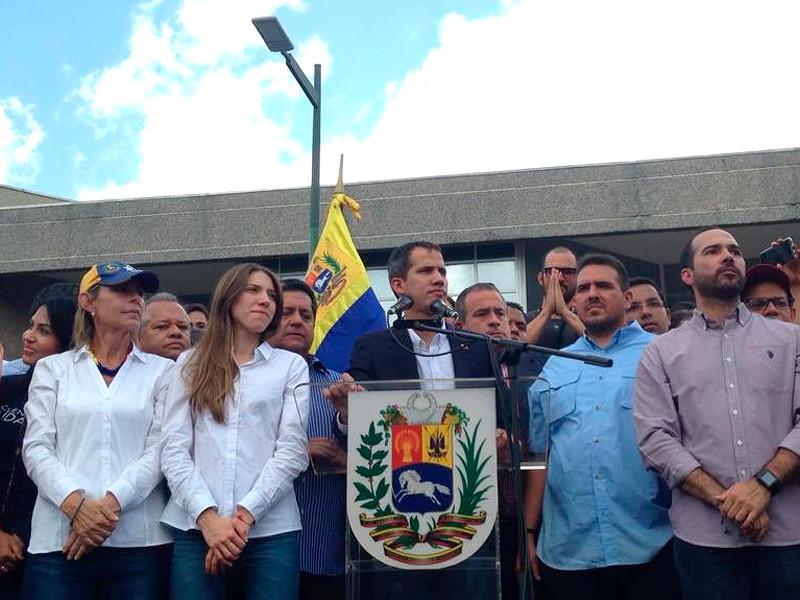 Лидер венесуэльской оппозиции Хуан Гуайдо в понедельник сообщил о своем возвращении в Каракас