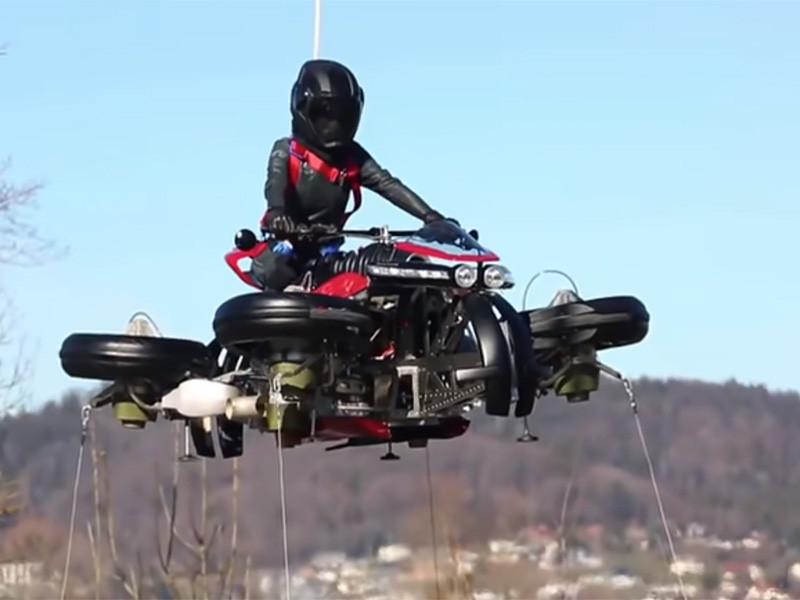 Французская компания Lazareth Auto-Moto провела серию летных испытаний перспективного летающего четырехколесного мотоцикла LMV 496. Короткое видео, посвященное испытаниям мотоцикла, было опубликовано на YouTube