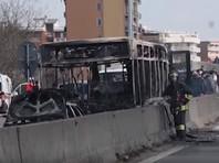 В Италии выходец из Сенегала захватил и пытался сжечь школьный автобус вместе с детьми (ФОТО, ВИДЕО)