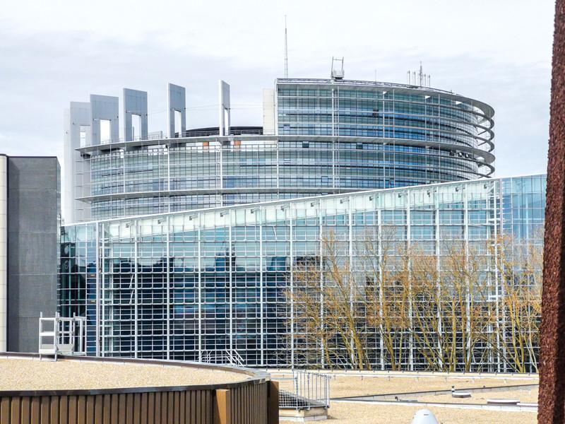 В Европейском парламенте (ЕП) решили больше не рассматривать Россию в качестве стратегического партнера