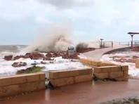 """Тропические циклоны """"Тревор"""" и """"Вероника"""" с порывами ветра до 250 км/ч надвигаются на Австралию"""