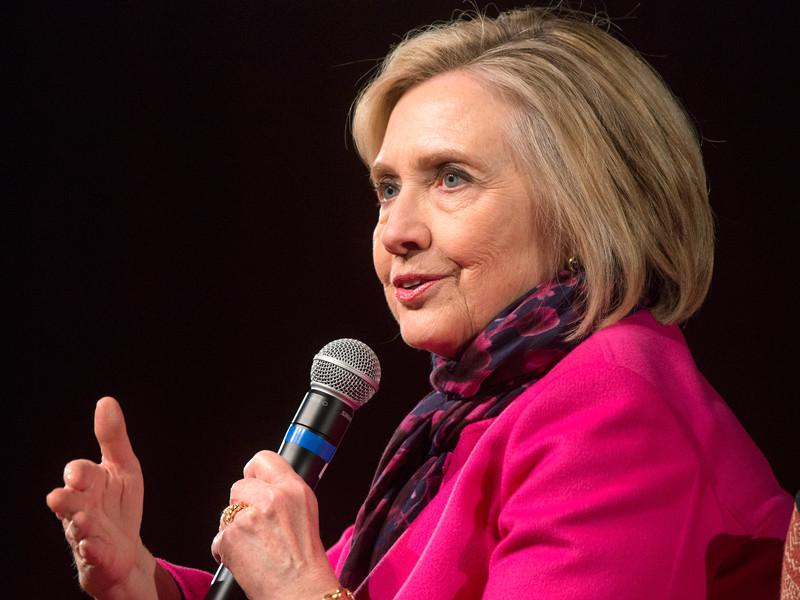 Клинтон не откажется от участия в выборах 2020 года до публикации доклада Мюллера