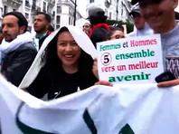 В Алжире продолжаются массовые манифестации граждан, протестующих против выдвижения кандидатуры 82-летнего президента на выборах