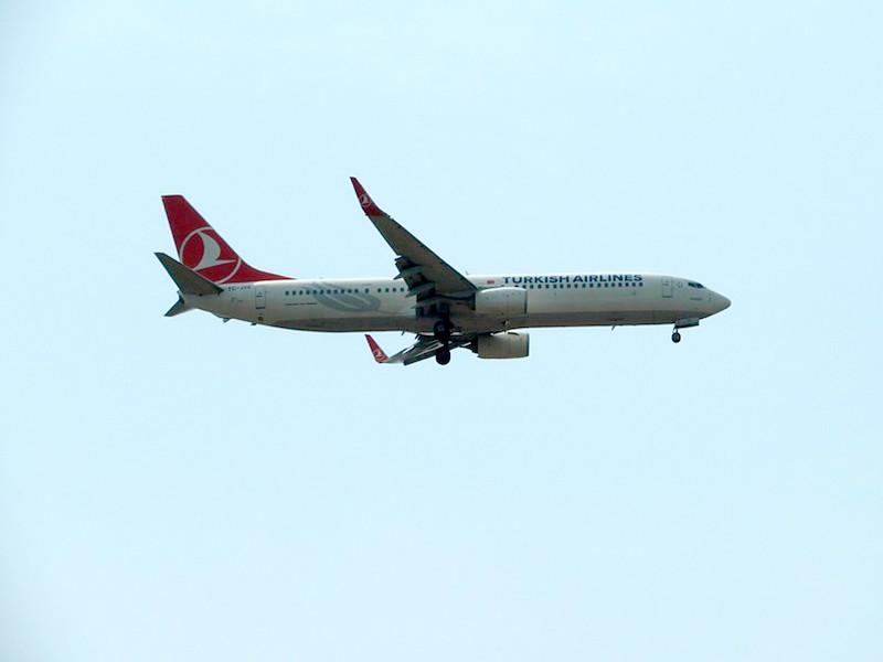 Турецкий самолет попал в сильную турбулентность на подлете к Нью-Йорку: 30 человек получили ранения (ВИДЕО)