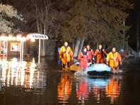 Из-за внезапного наводнения посетителей ресторана в Миннесоте вывозили на лодках (ФОТО, ВИДЕО)